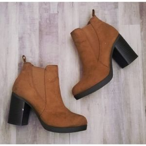 3/$25 American Eagle Camel Brown Chunky Boots